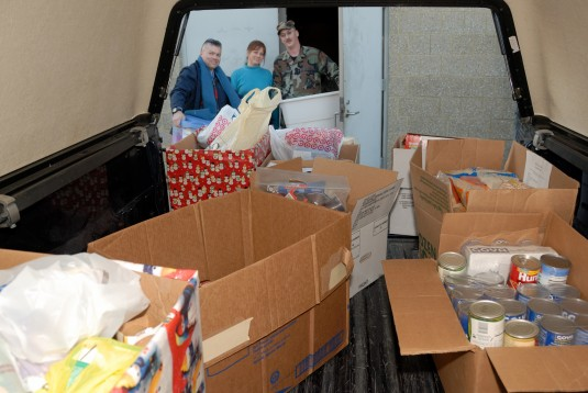 National Guard Airmen Donate to Community