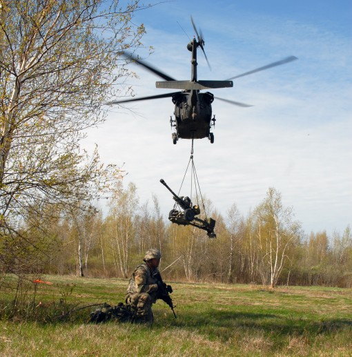 142nd Aviation Conducts Artillery Lift Mission
