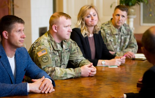 New York Soldiers meet Ukrainian students