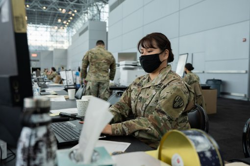 Soldiers work at Javtis Center